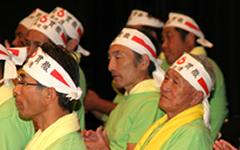 日本酪農政治連盟の合同委員として主催者席に座る藤岡委員長:右端)